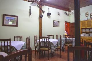 Fonda de Ponga,vista del comedor