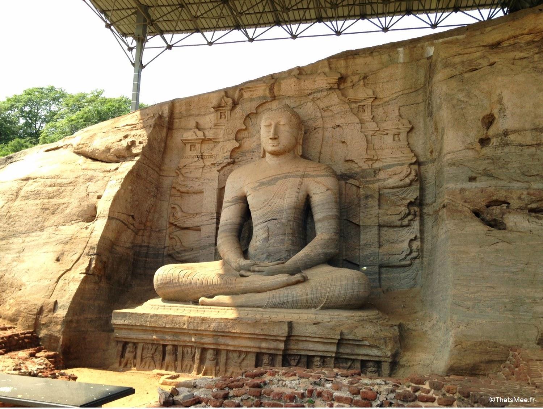 Polonnaruwa Gal Vihariya Bouddha assis Sri-Lanka temple triange culturel sacré