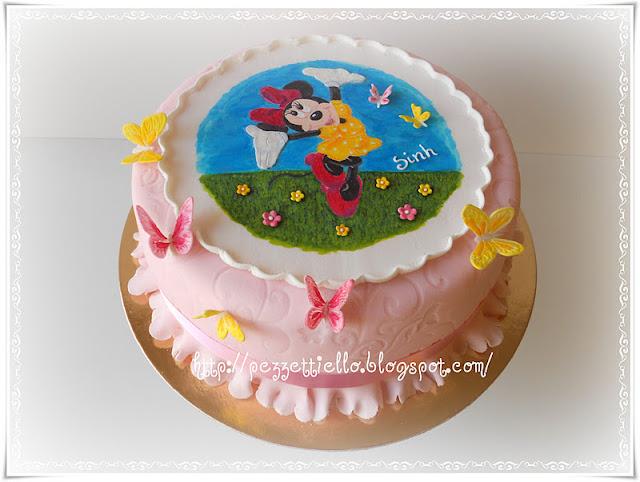 (PDZ) Minnie e le farlalle, torta ricoperta in pasta di zucchero con decori in ghiaccia reale, dipinta a mano