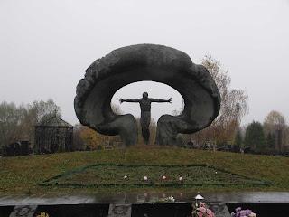http://1.bp.blogspot.com/-R5mWdLfeQUA/TbcGQPBmCeI/AAAAAAAAAMc/RaPqJN9Hhyg/s1600/chernobyl_memorial_russia.jpg