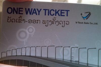 Bilhete para atravessar a Ponte da Amizade entre Tailândia e Laos