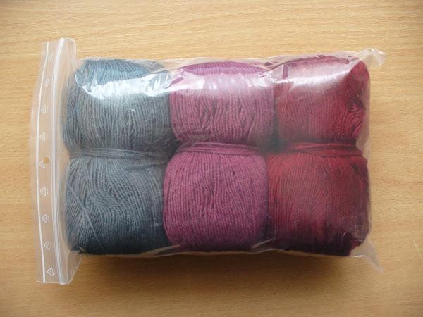 """Комплект """"Малиновый щербет"""" - шапка с помпоном, варежки, шарф связанные крючком"""