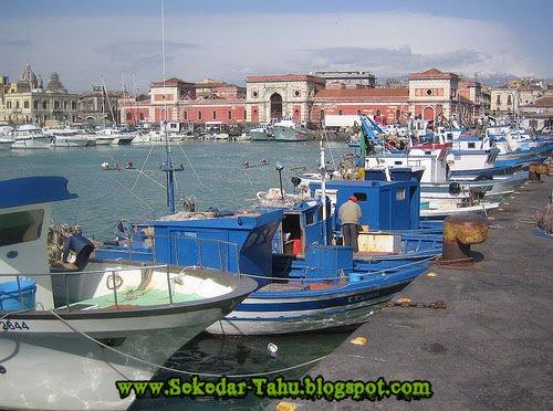 http://1.bp.blogspot.com/-R6IF9_aHLb4/TWbFMqTm2wI/AAAAAAAADjU/72A9kipd7KQ/s1600/pelabuhan.jpg