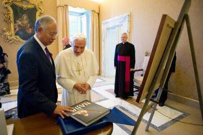 Pope Benedict XVI dan Datuk Najib