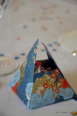 Table de Noël bleue blanche et dorée -  ballotin de chocolats