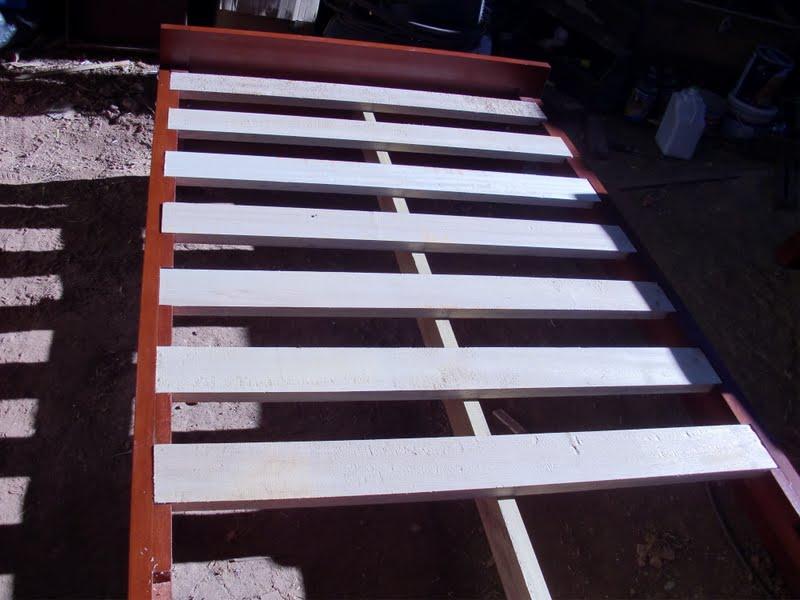 Decoraciones manualidades en madera construccion de muebles - Hacer una cama de madera ...