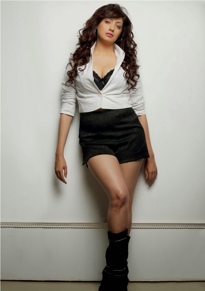 Gurleen Chopra Photo Shoot Photos