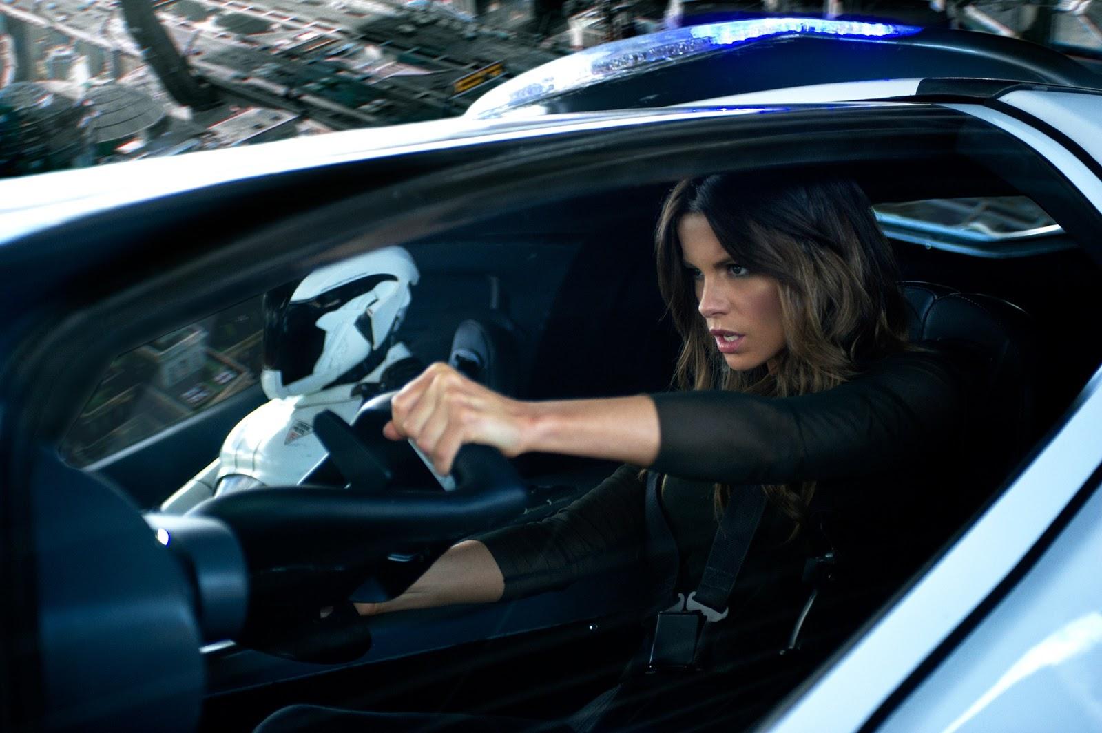 http://1.bp.blogspot.com/-R6oQGKFYobo/UK91-v4y17I/AAAAAAAAAsk/Ey-_R6kIOU4/s1600/Total-Recall-Kate-Beckinsale.jpg