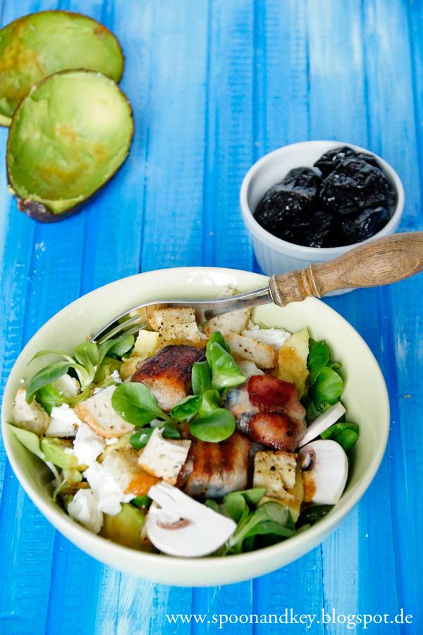 Wintersalat Rezept spoonandkey Salat mit Avocado und Pflaumen im Speckmantel