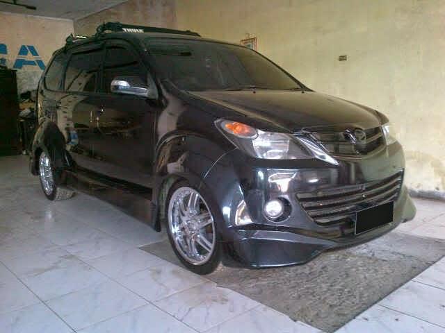 Modifikasi Mobil Daihatsu Xenia Warna Hitam