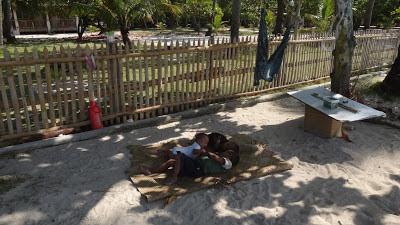 Детство на пляже - дети на Малапаскуа, Филиппины
