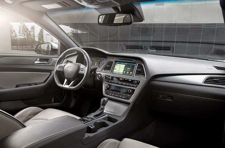 Interior view of 2015 Hyundai Sonata Sport 2.0T