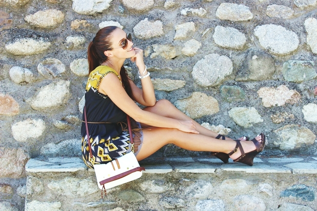 Summer Trend: Aztek print dress.Letnji trend: haljina sa printom.Derhy aztek printed dress.Zara braon wooden and leather wedges.Ray-Ban Aviator sunglasses.Glam Chameleon Jewelry howlite bracelet.Kako nositi haljinu sa printom.How to style printed dress.