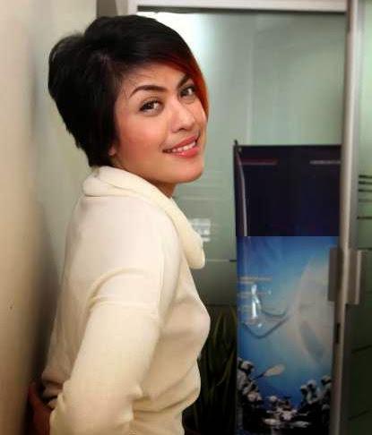 Novita Dewi photo