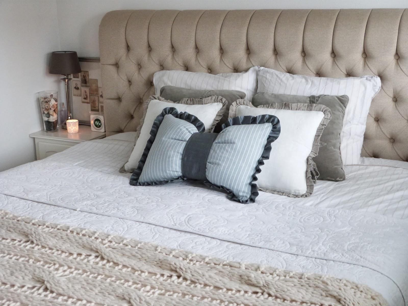 Het brocante schelpenhuisje: knusse slaapkamer met beddengoed in laagjes