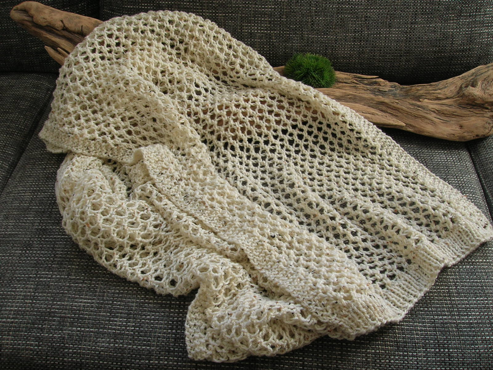 Fliegenpilzle: Schal mit Lochmuster
