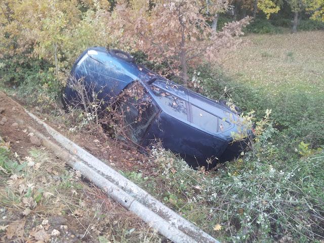 Imagen del coche volcado del accidente