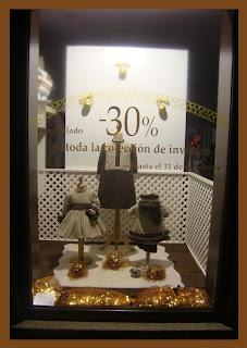 Escaparate de Navidad en la tienda de moda infantil Badum Badero, foto 2