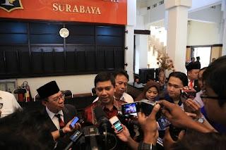 Menteri PAN RB saat memberi keterangan dengan para media