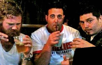 ryan dunn bebiendo licor borracho antes del accidente ultima foto en un bar con amigos