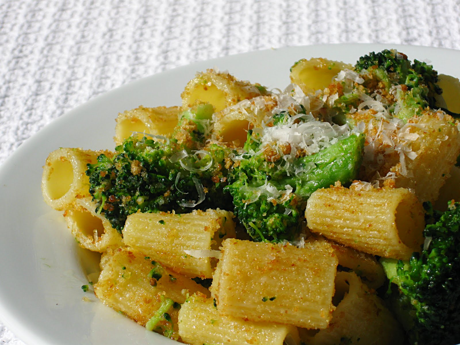 All That Splatters: Rigatoni with Broccoli, Garlic & Breadcrumbs