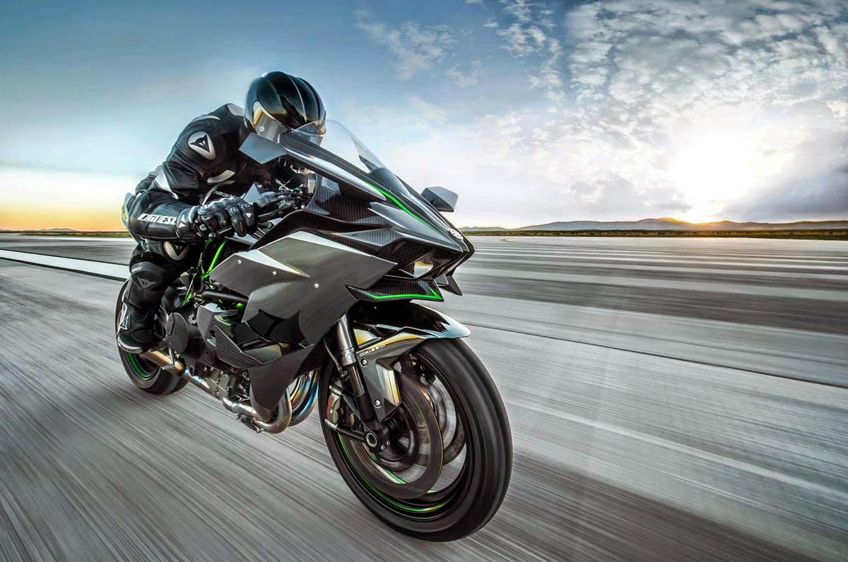 2015 Kawasaki Ninja H2r Side Front View In Motion