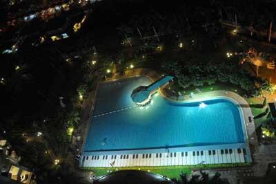 Kolam berbentuk Piano