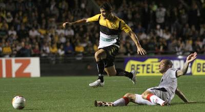 Vitória derrota o Criciúma e encerra jejum na Série B