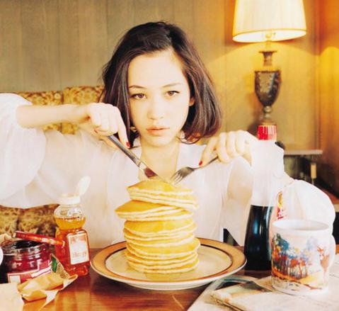 水原希子×パンケーキ