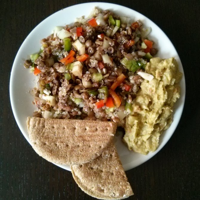 ensalada-lentejas-quinoa-guacamole