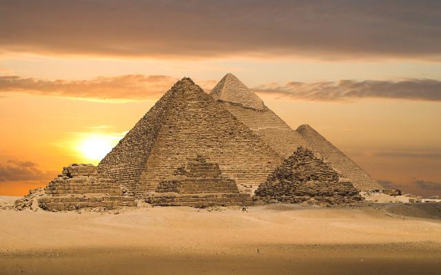 Windows 8 Pyramids Wallpapers