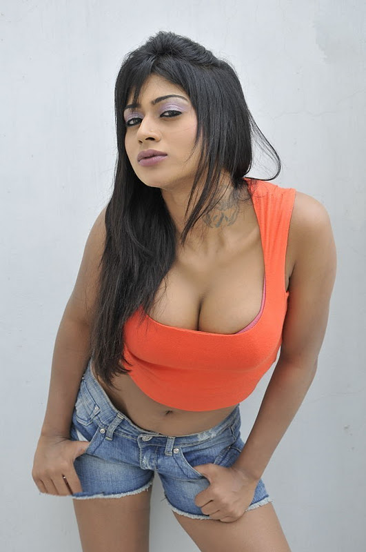 Sania Srivastava Hot Big Cleavage