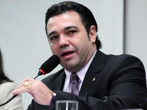 Deputado federal Marco Feliciano, pede providencias à polícia federal, devido ao constrangimento causado por ativistas gays, em voo.
