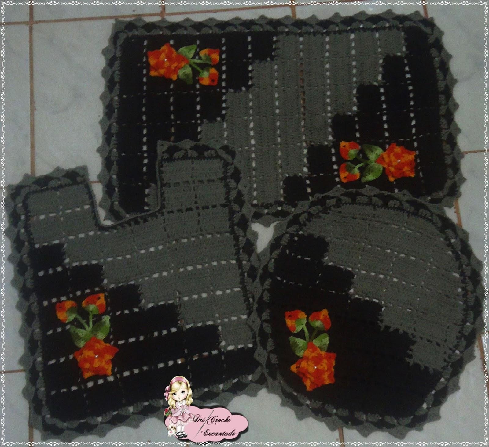 Dri Crochê Encantado: Jogo Banheiro Bicolor em Crochê #7C2C12 1600x1465 Banheiro Com Vaso Bege