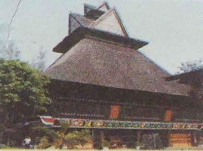 Foto : Rumah Adat Batak Karo