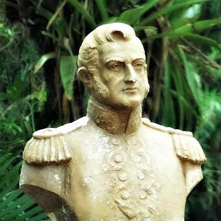 Busto do general San Martin, na Plaza San Martin,em Puerto Iguazú, Argentina.