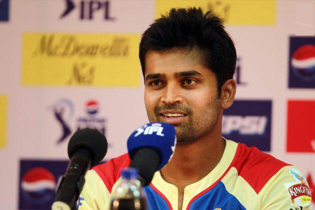 Vinay-Kumar-RCB-vs-CSK-IPL-2013