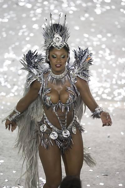 Bruna Bruno Rainha De Bateria Da Uni O Ilha No Desfile Escola