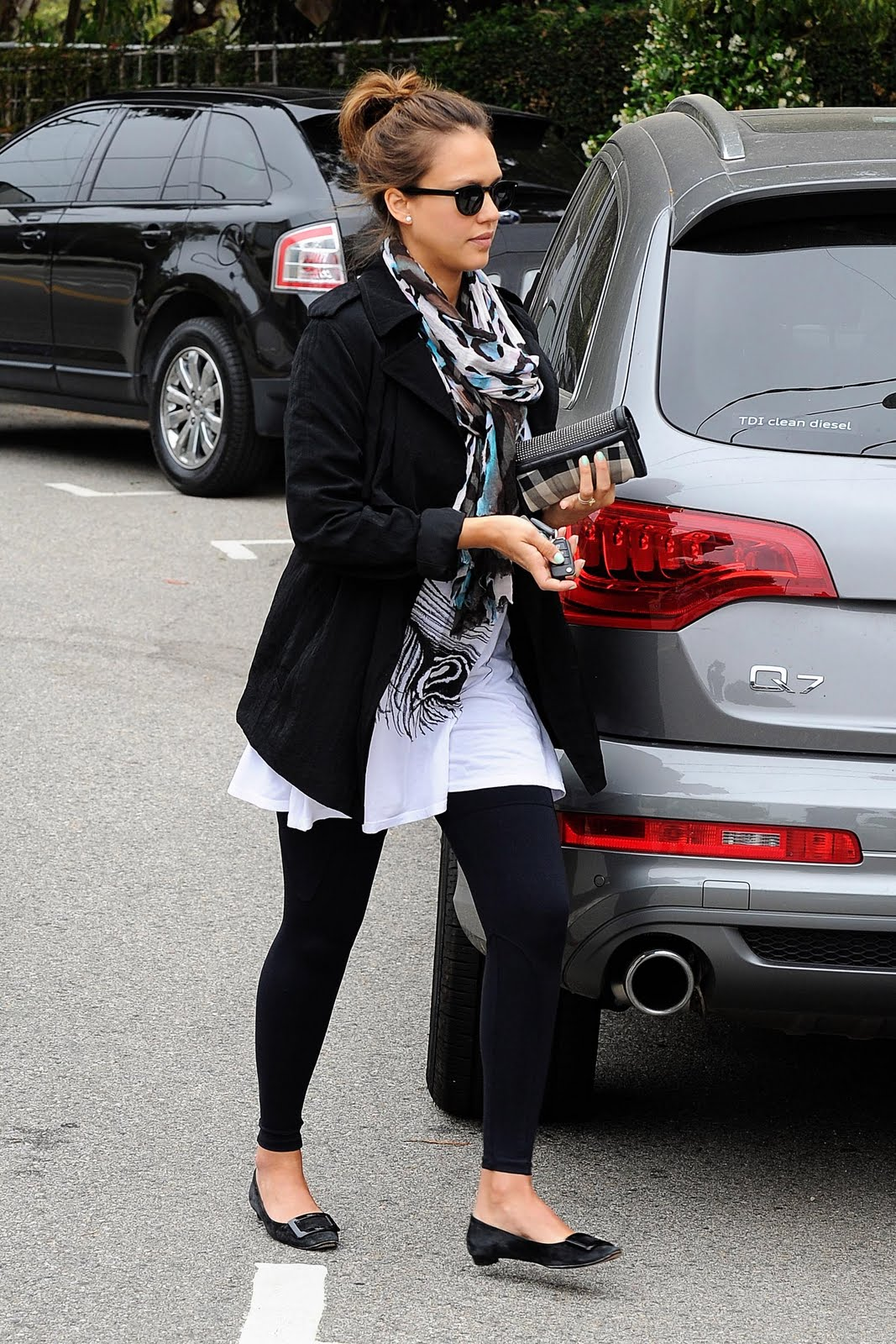 http://1.bp.blogspot.com/-R9G7poiuvBk/Tfufzqmev-I/AAAAAAAAHC8/W_4ClA_RvRQ/s1600/jessica-alba-pregnant-celebrity-mom-fashion-4.jpg