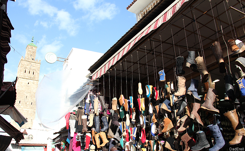 Devanture de magasin de chaussures à Rabat