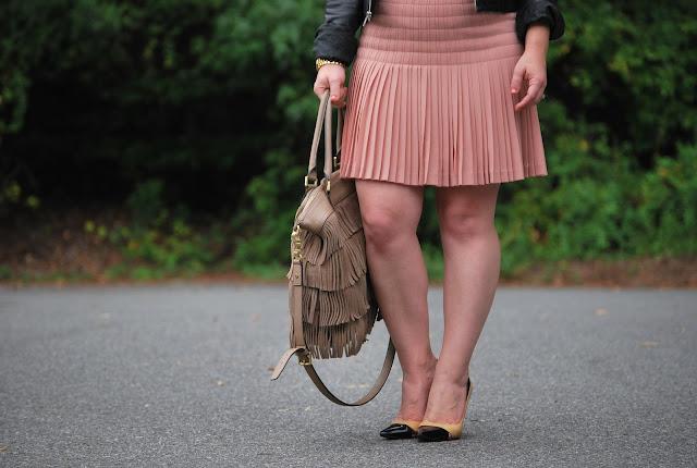 how to wear a pleated skirt, ivanka trump heels