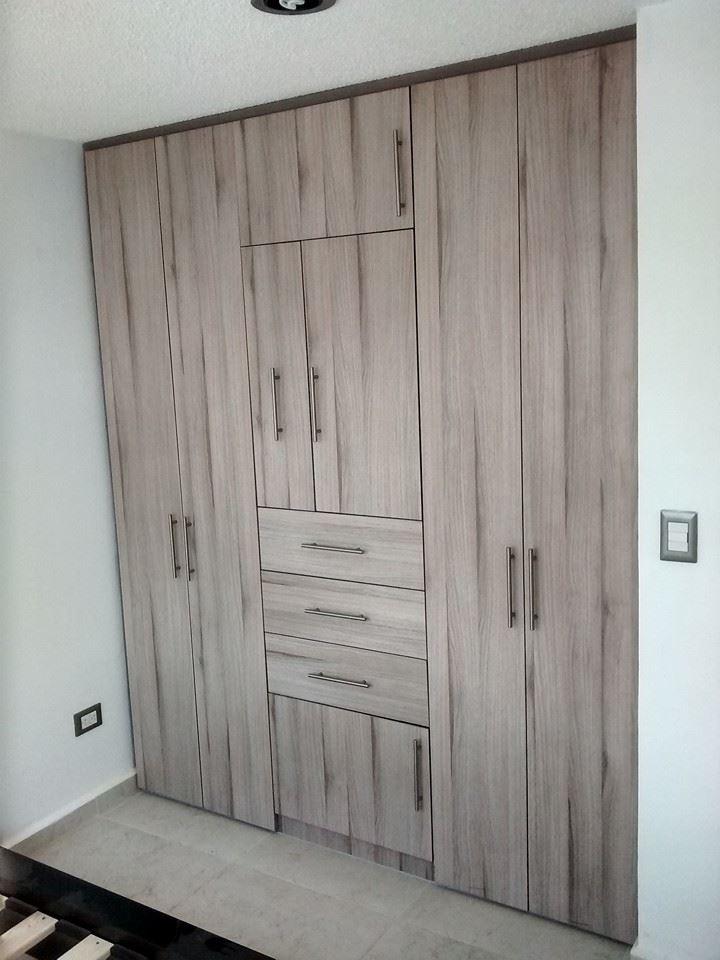 Closets y cocinas integrales residencial closet para recamara individual tablero melamina for Closet melamina