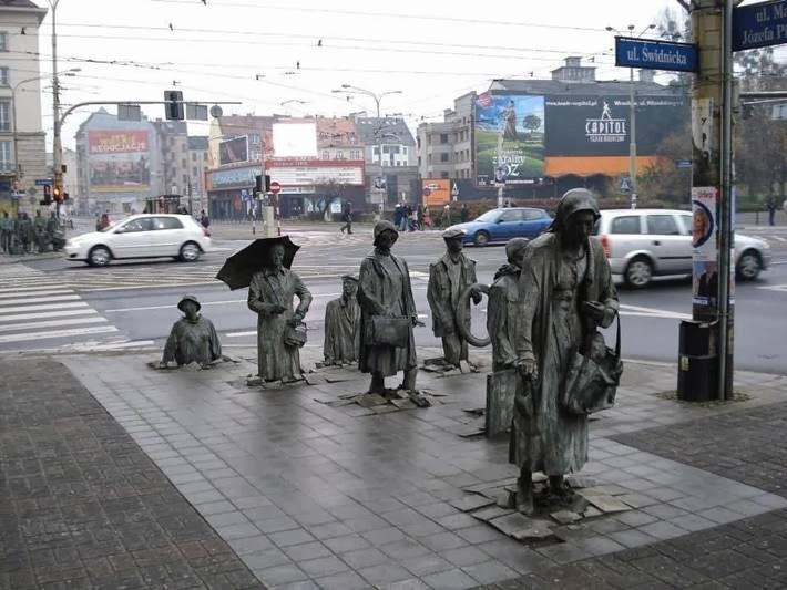 """Monument to the underpass,"" sculptor Jerzy Kalina (original title ""Transition 1977-2005"": a monument to the victims of war), Wroclaw (Poland)."