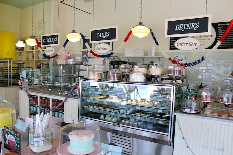 The Magnolia Bakery Offers Delicious Vintage American Desserts In Same Style Decor This Very Quiet Is One Of My Favorite Places To Enjoy A