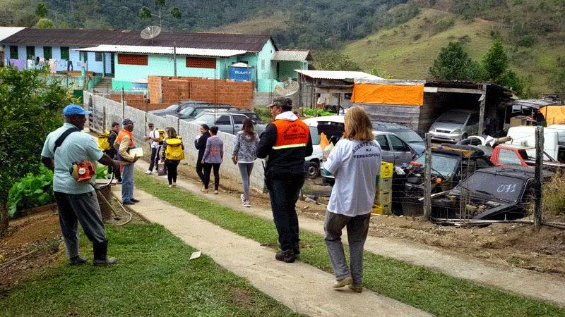 Foto Nudec Providência rota de fuga: Voluntários percorrem a comunidade, em Providência, e definem as rotas de fuga