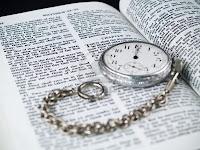 La Biblia dice, que en los postreros días vendrán engañadores tan convincentes, de tal manera que si fuere posible engañarían aún a los escogidos de Dios; pero en ningún momento dice que los escogidos serían engañados. Lea con cuidado los pasajes bíblicos: