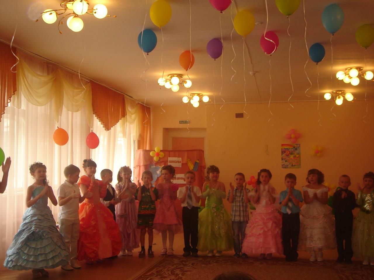 Танцы в детском саду фото