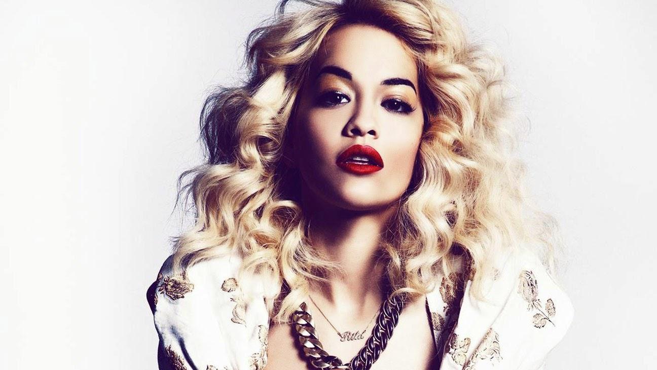 """Rita Ora canta versão acústica de """"Black Widow"""""""