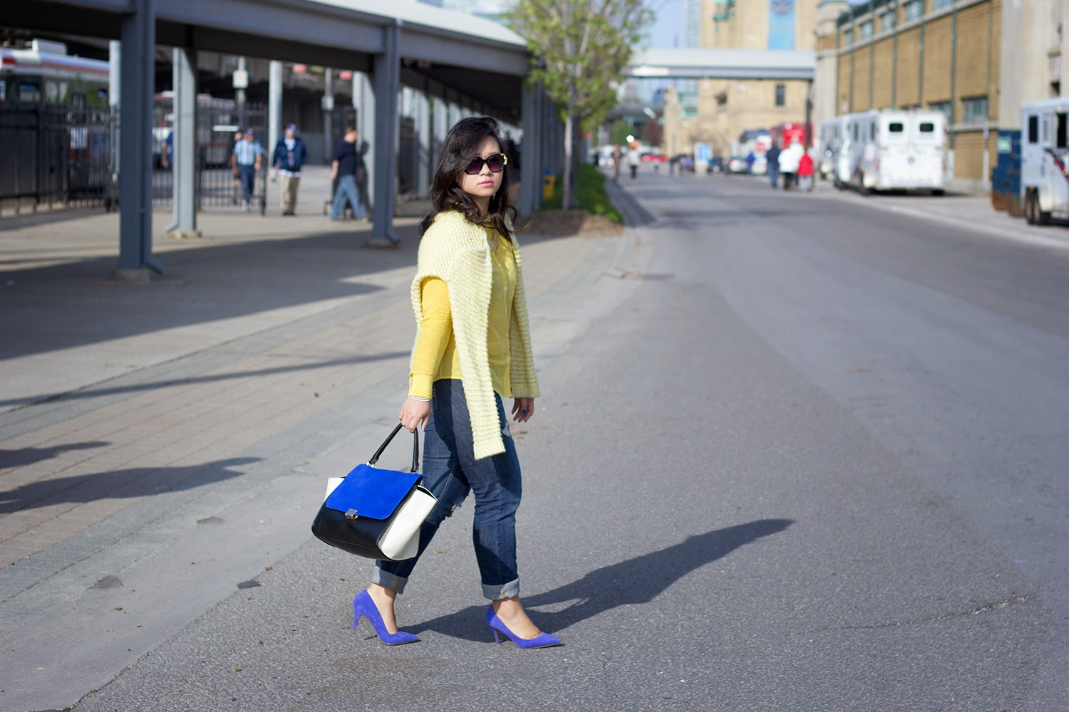 Forever-21-Pullover-Sweater, Club-Monaco-Yellow-Shirt, street-style-fashion-blogger