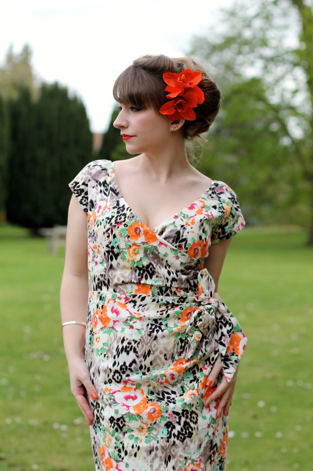 Whispering Ivy dress and Sophisticated Flowers hair piece